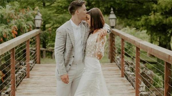 Hayatının aşkını bulunca vakit yitirmedi: TV yıldızı 18 yaşında evlendi