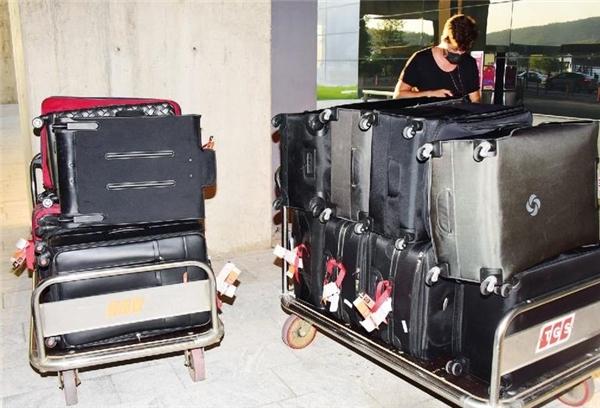Bagajları tam 2 saatte taşınabildi! Sosyetik güzel Süreyya Yalçın, Bodrum'a 46 bavulla geldi