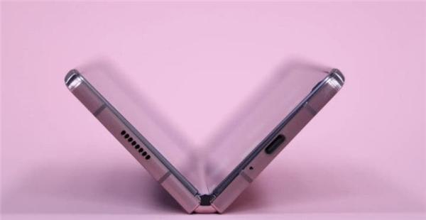 Galaxy Z Fold 3 ve Galaxy Z Flip 2 Suya-Toza Dayanıklı Olacak!