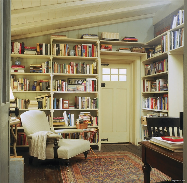 Library in Rosehill Cottage in the movie, The Holiday